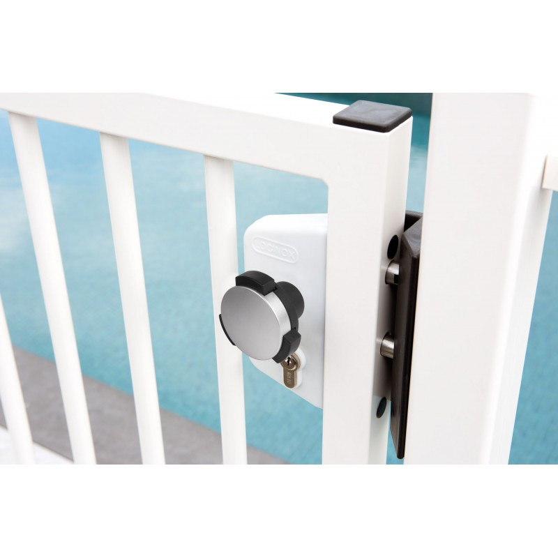 Poign e de piscine locinox bouton de s curit pour les for Serrure portillon piscine securite